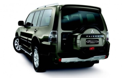 2011-Mitsubishi-Pajero-Rear